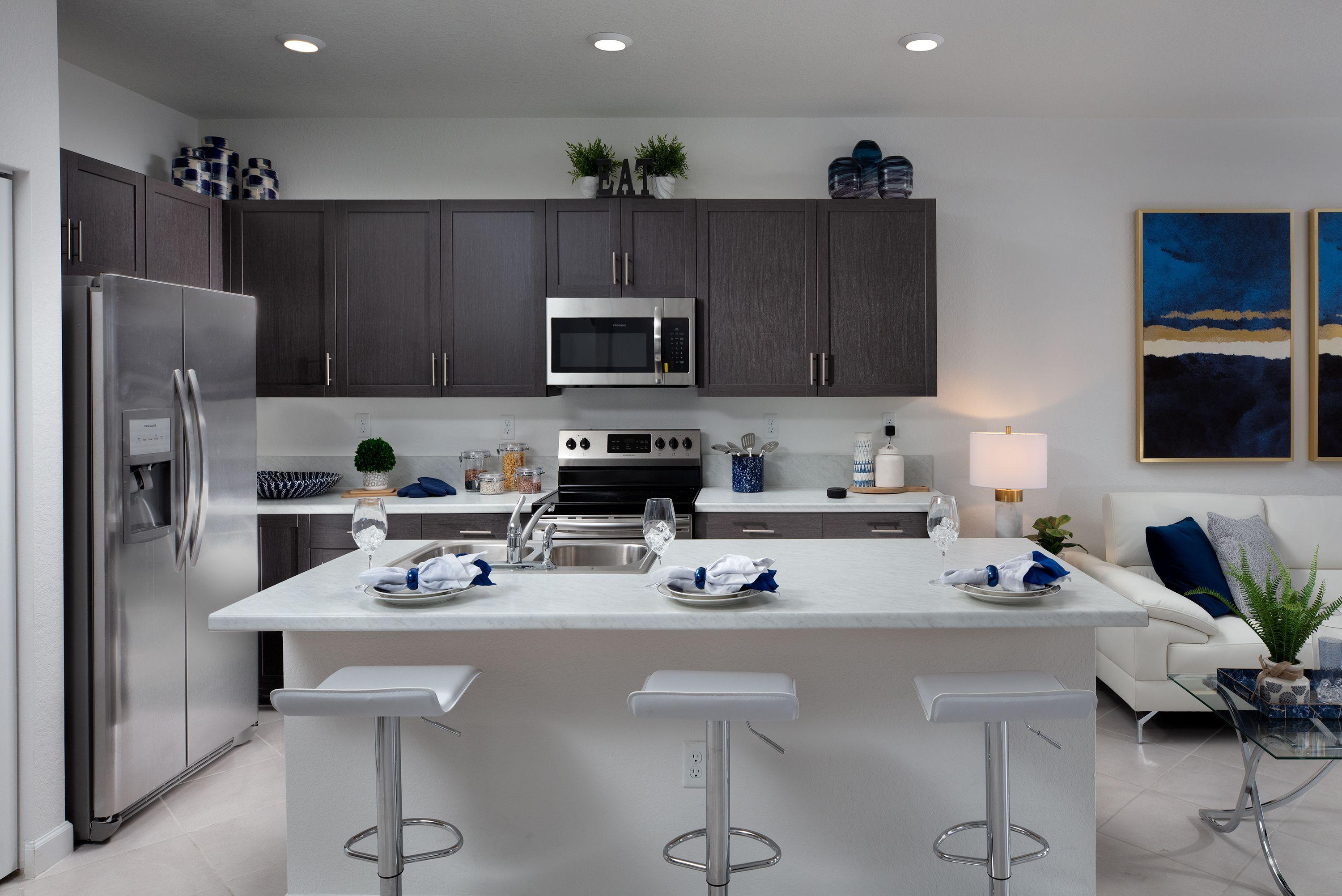 From The Kitchen You Ll Be Able To Keep An Eye On Your Little Ones Playing In The Patio As You Whip Up A Nutritious Meal Aquabella Hia New Homes Lennar Home