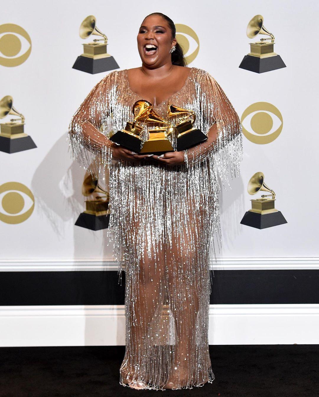 Lizzo vestindo um Versace para o Grammy 2020 | Foto reprodução