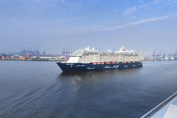 Die Taufe Der Mein Schiff 6 Kann Man Auch Live Sehen Tui Cruises Kundigt Facebook Livestream An Tui Cruises Tui Kreuzfahrt