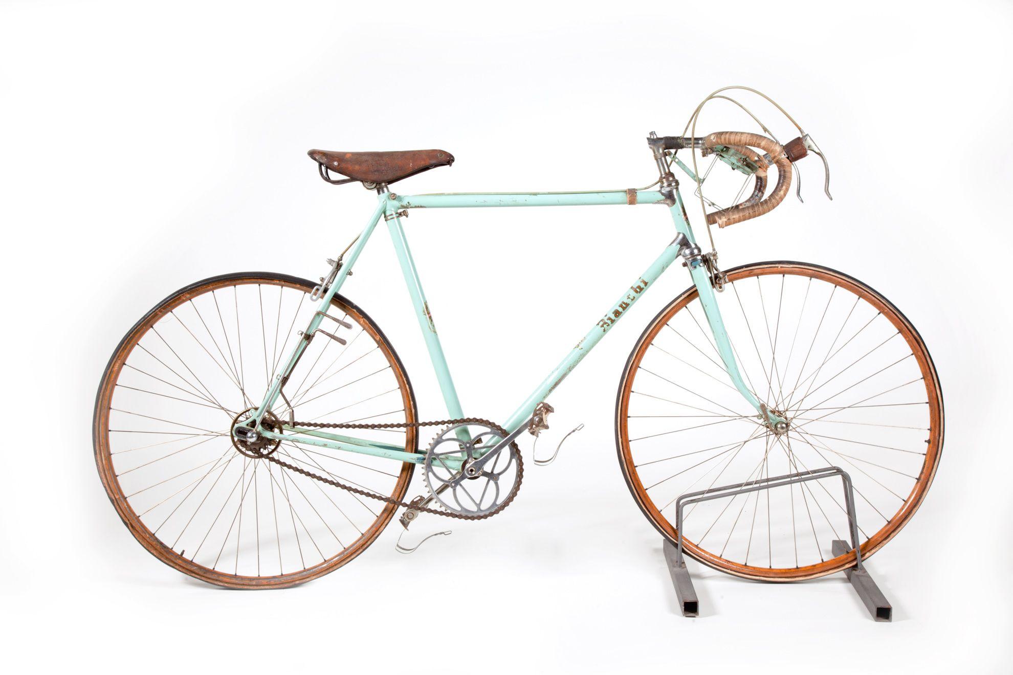 1950 1952 Bianchi Bicycle Used By Fausto Coppi In The Collections Of Museo Nazionale Della Scienza E Della Tecnolo Bicycle Road Bike Vintage Classic Road Bike