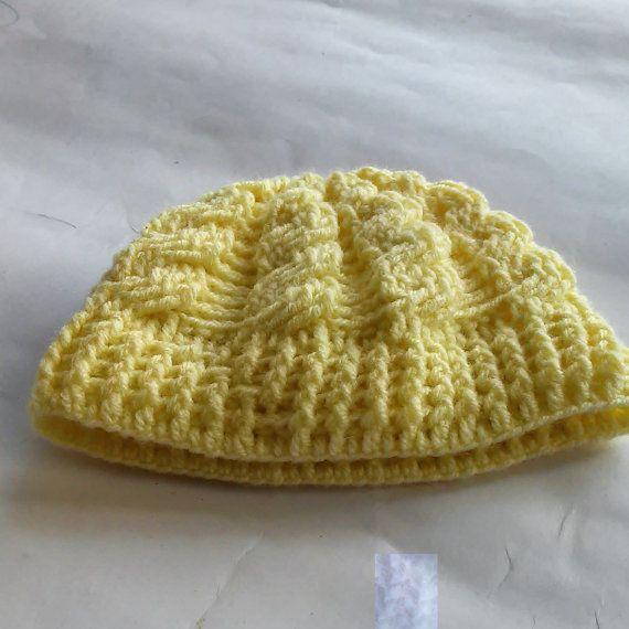 Mira este artículo en mi tienda de Etsy: https://www.etsy.com/es/listing/244510641/yellow-baby-hats-crochet-hats-for-babies