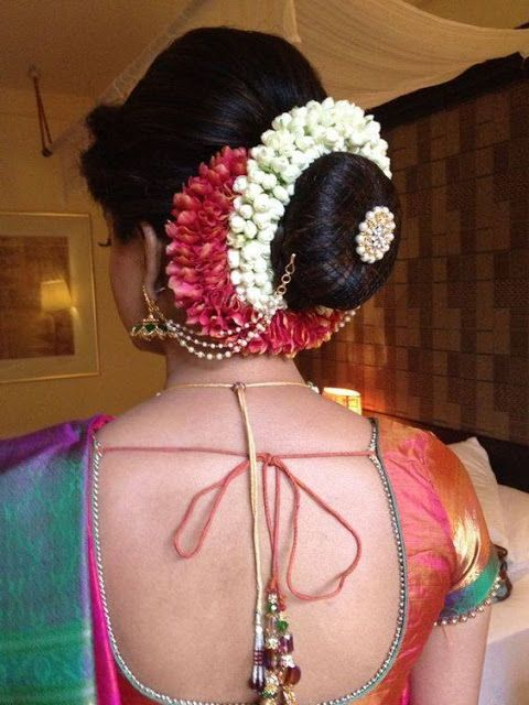 18 Indian Wedding Hairstyles With Jasmine Flowers Indian Bridal Hairstyles Indian Hairstyles Indian Wedding Hairstyles