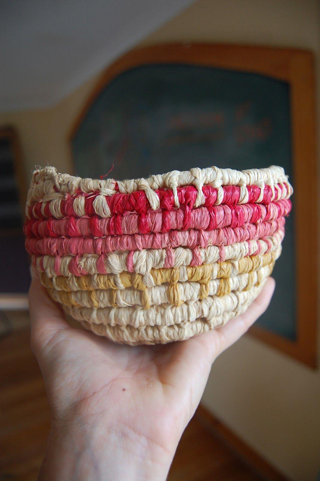 Weaving baskets from plastic bottles: master class 7