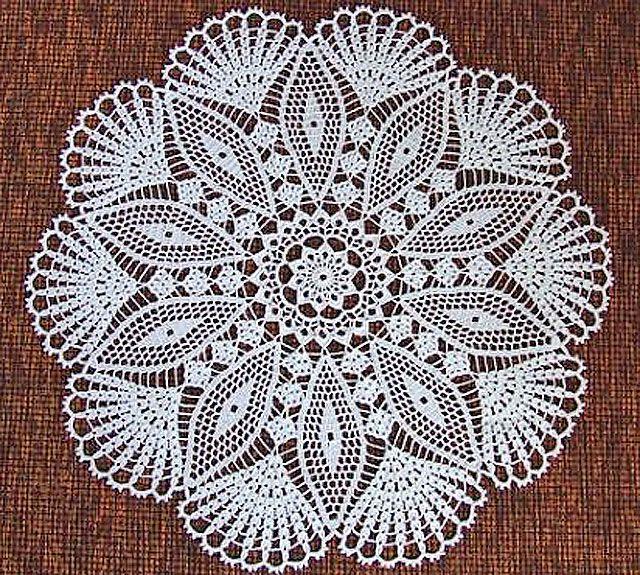 Round doily crocheted | Crochet | Pinterest | Paños, Ganchillo y ...