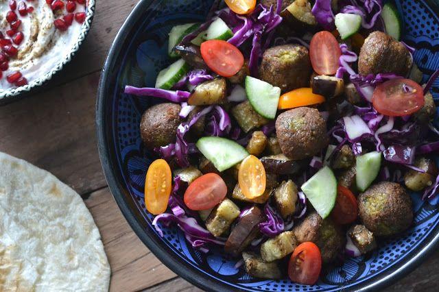 Mijn kookavonturen: Falafel salade met rode kool en aubergine