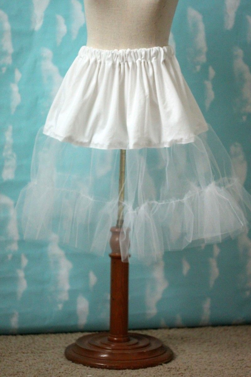 401edab333 DIY Easy Tulle Petticoat - FREE Step-by-Step Sewing Tutorial