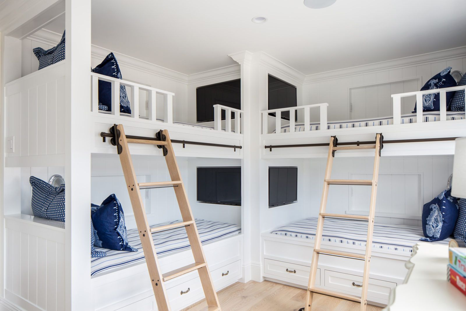 Wow Each Bunk Bed Has Their Own Tv Beach House Bunk Room Corner Bunk Beds Bunk Beds Built In Bunk Beds