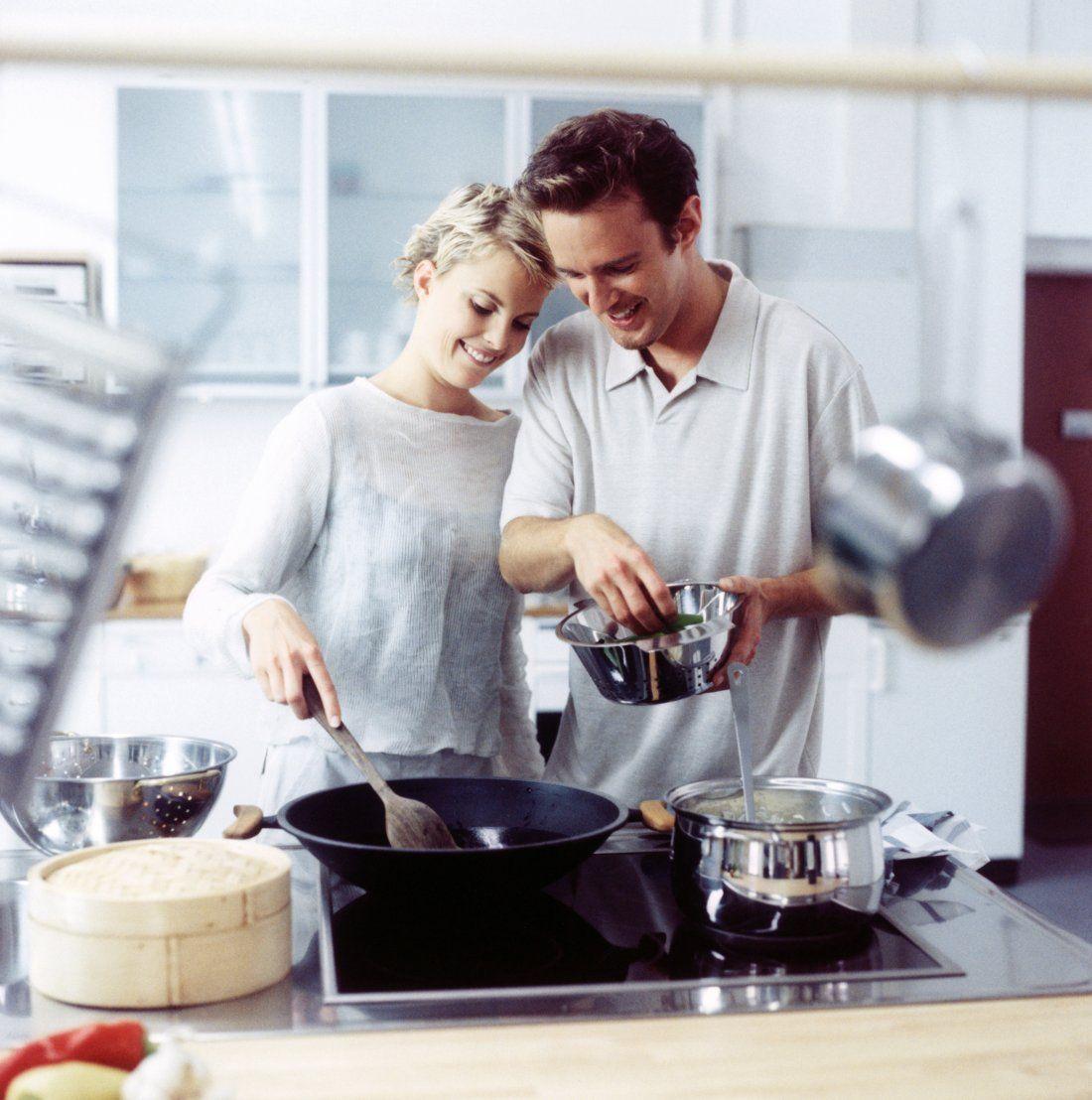Resultado de imagen para imagenes pareja cocinando