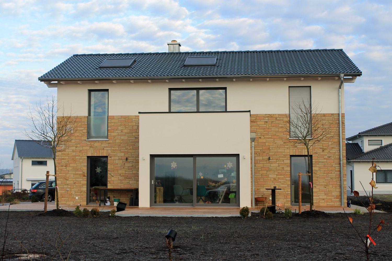 Einfamilienhaus Holzhaus Satteldach Haus Anbau Mit Flachdach Fassade