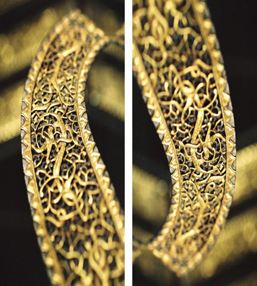 """""""Golden Dagger""""   by tela-design from the tela 100 collection: 2 pieces, free dimensions, free materials such as canvas , wallpaper, film, glass, metal, ceramic etc. 10 more combinations  under   http://www.tela-design.com/en/design/tela_100.html   """"Golden Dagger""""  von tela-design aus der tela 100 Kollektion: 2-teilig, freie Grössen, für z.B. Leinwand auf Keilrahmen, Tapete, Folie, Glas, Metall, Keramik, HPL etc. 10 weitere Kombinationen unter…"""