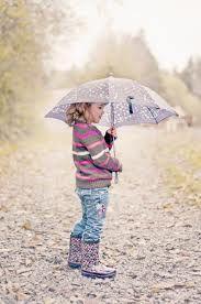 Pensativa bajo la lluvia....