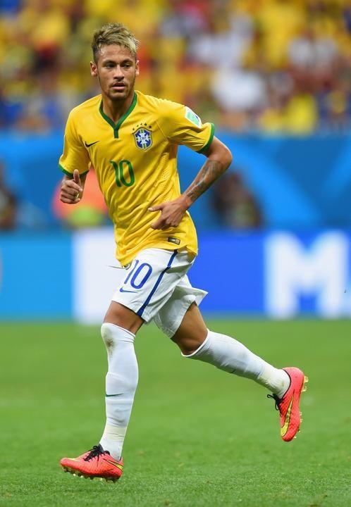 Golden Ball Nominees Neymar Brazil Before Suffering A Back Injury Late In Brazil S Quarterfinal Win Over Colombia Neymar Futebol Neymar Neymar Jr Futebol