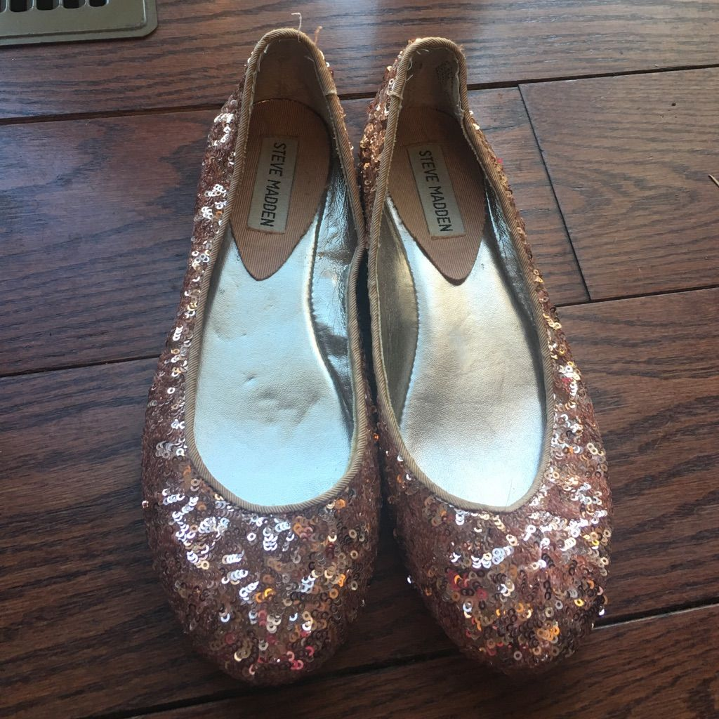 b82624a027c Shop Women s Steve Madden Gold Pink size Flats   Loafers at a discounted  price at Poshmark. Description  Rose gold sequined flats size Only wore  twice.