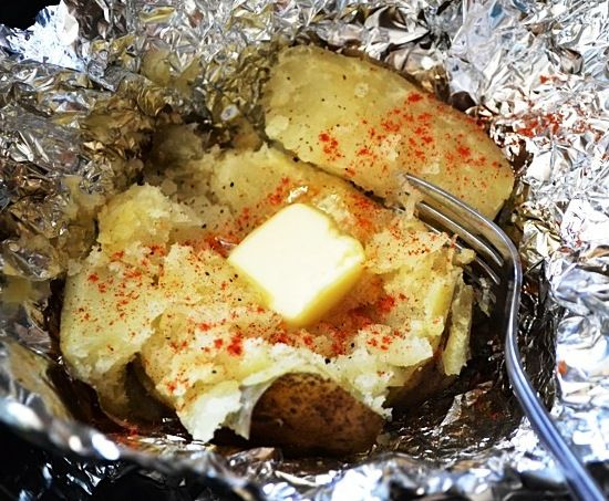 как запечь картошку в фольге в мультиварке