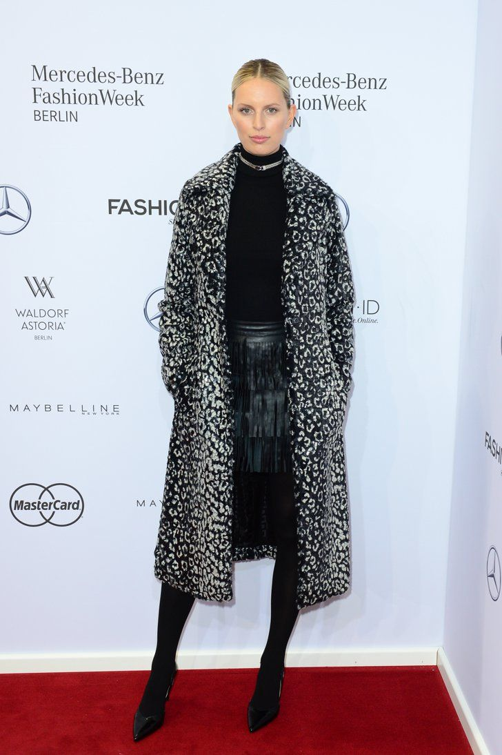 Pin for Later: Die Stars besiedeln Berlin bei der Fashion Week Karolina Kurkova bei der Modenschau von Guido Maria Kretschmer