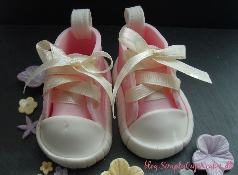 How to make baby shoes in fondant