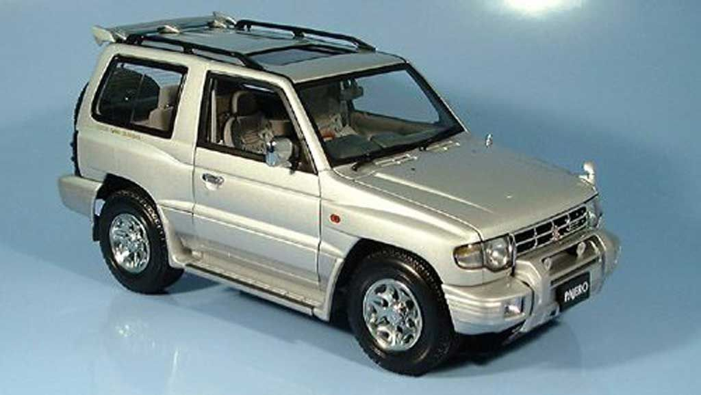 Mitsubishi Pajero Swb Argent 1998 Autoart Diecast Model Car 1 18 Buy Sell Diecast Car On Alldiecast Us Mitsubishi Pajero Autoart Diecast Diecast Model Cars