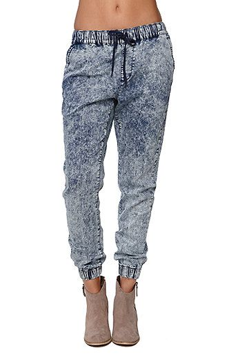 "The women's Comet Wash Jogger Pants by Bullhead Denim Co offer an acid wash throughout with a comfortable elastic waistband. The pants have super soft fabric with the perfect relaxed fit. Style these with your fashion tops and heels to dress them up or sweaters and ankle boots for fall!   	High rise 	11"" rise 	29"" inseam 	Measured from a size small 	Model is wearing a small 	Her measurements: Height: 5'9"" Bust: 32"" Waist: 25"" Hips: 35"" 	34% tencel, ..."