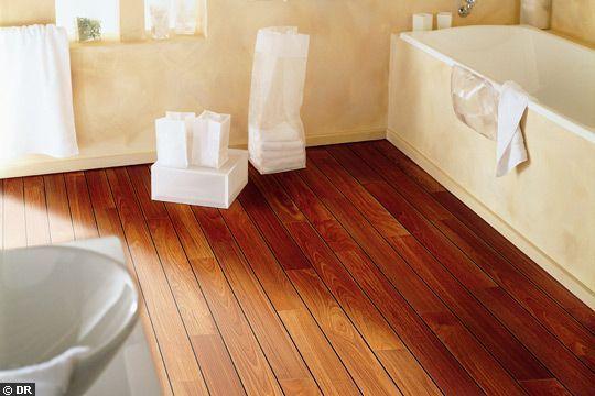 Une salle de bains accessible à tous Villas - teck salle de bain sol