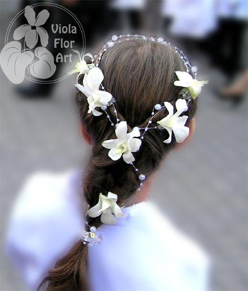 Kwiaty We Wlosach Komunia Szukaj W Google Communion Wedding Diy And Crafts
