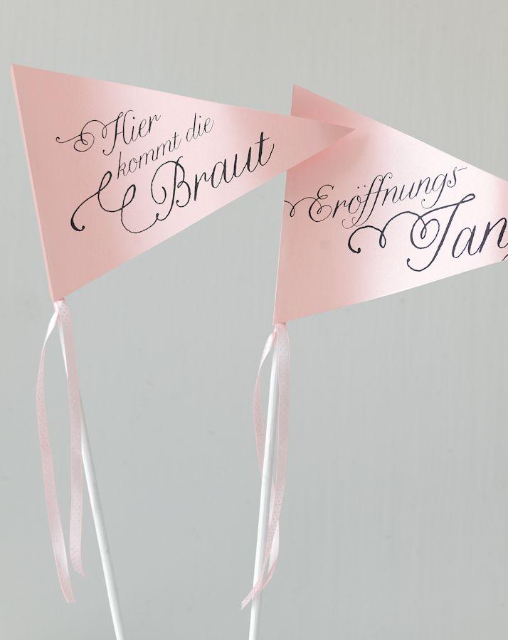 Hier Kommt Die Braut Schilder Die Schonsten Seiten Ihrer Hochzeitsplanung Tolle Id Hier Kommt Die Braut Hochzeit Planen Selbstgemachte Hochzeitsdekorationen