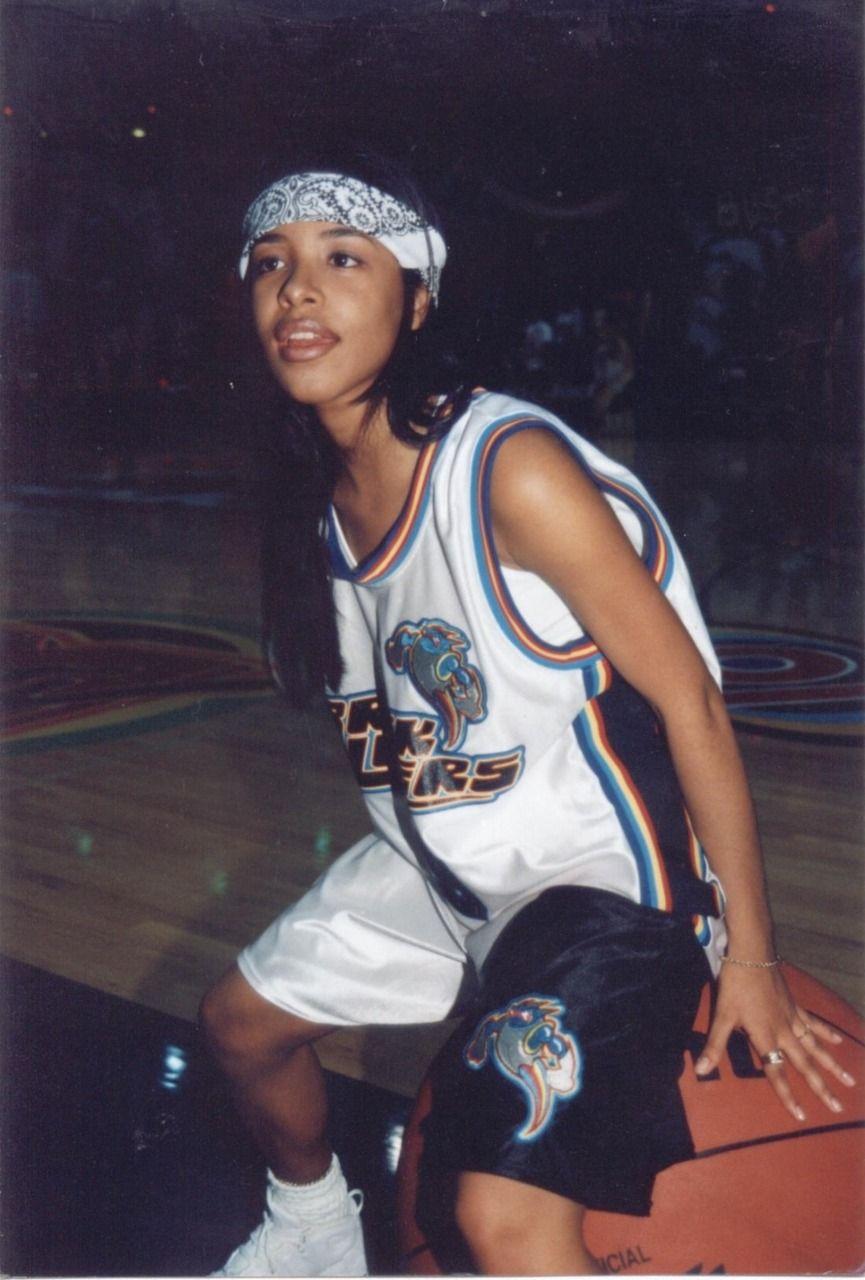 Pin by taija on my likes | Aaliyah style, 90s fashion, Fashion