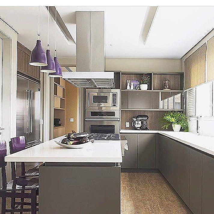 Cores sóbrias nesta cozinha super prática!(projeto @deborahroig8)  ⁘  #earqdecor #decor #decoração #interiores #arquitetura #construção #design #instadaily #instadecor #home #homestyle #architecture #world #beautiful #top #instamood #l4l #shoutout #f4f #inspiração #amazing #house #arquiteto #perfect #igers #love #tbt #photooftheday #instagood #archilovers