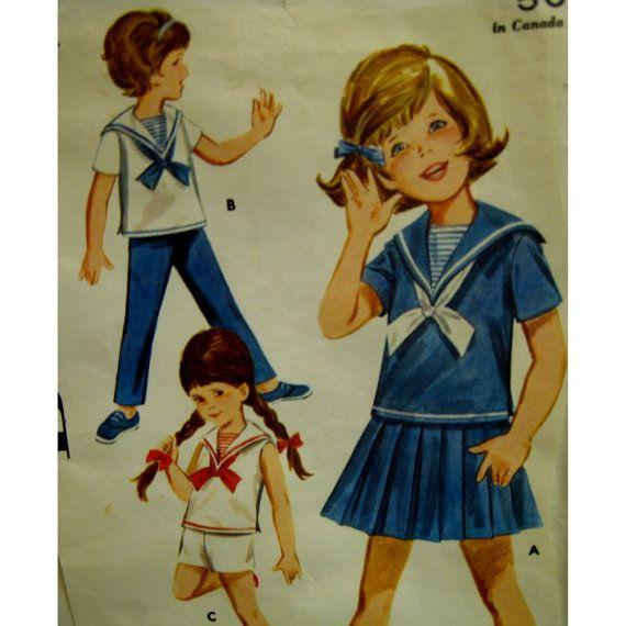 Patrón de traje de marinero lindo y versátil para chicas o chicos tiene un procendencia de manga corta con cuello de marinero, lazo y dickie. Hay una falda plisada, pantalones cortos y pantalones, con elástico en la cintura.  Tamaño: ~ ~ ~ 3 Mama ~ ~ ~ 22(56cm) Waist~~~20.5(52cm) Año: década de 1960. Costura nivel: fácil  Condición: El patrón se corta pero es completado. La dotación consiste en una envoltura a la cual se han unido el patrón delantero y espaldas cubiertas.  Para más…