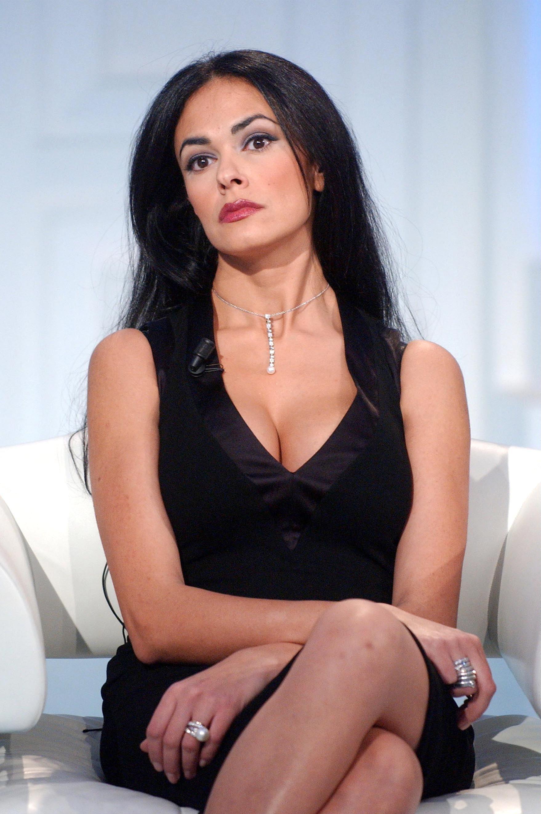 Maria Grazia Cucinotta Calendario Lavazza.Maria Grazia Cucinotta Movies Played In Sicily T Sicily