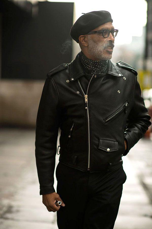 黒コーデ ベレー帽×ダブルライダース×ドット柄ネッカチーフ