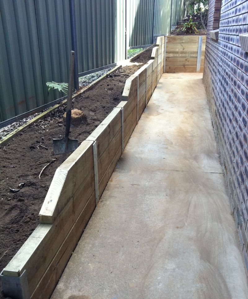 Sleeper Retaining Wall With H Beams With Images Sleeper Retaining Wall Retaining Wall Garden Structures