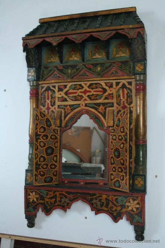 Un bonito espejo de madera estilo rabe muy decorativos for Muebles estilo arabe