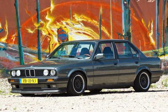 1989 BMW E30 320i
