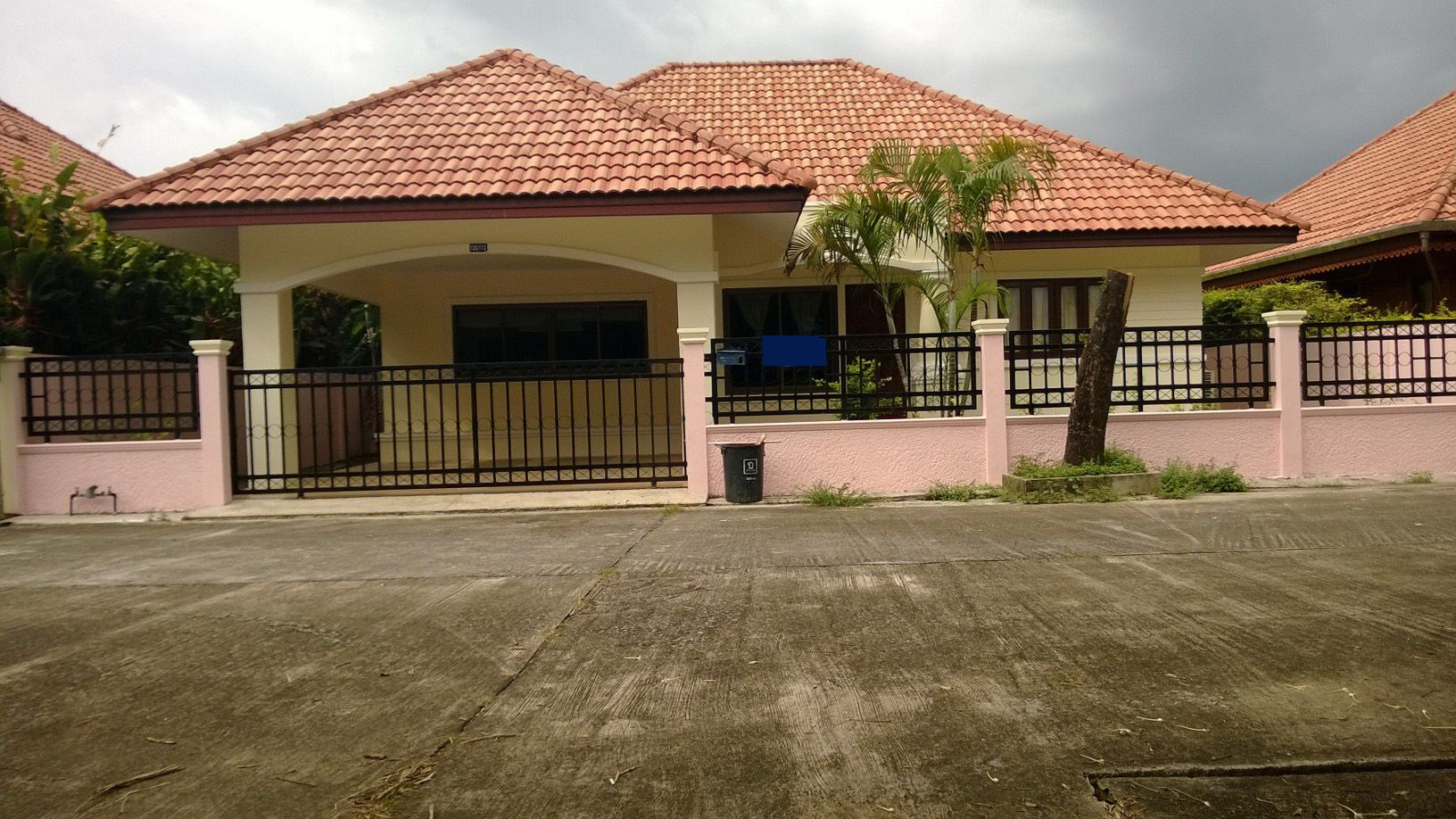 Nice Bungalow Houses In Uganda With Nicely Single House 3 Bedroom For Rent Near Chalong Circle Bungalow House Design Modern Bungalow House Townhouse For Rent