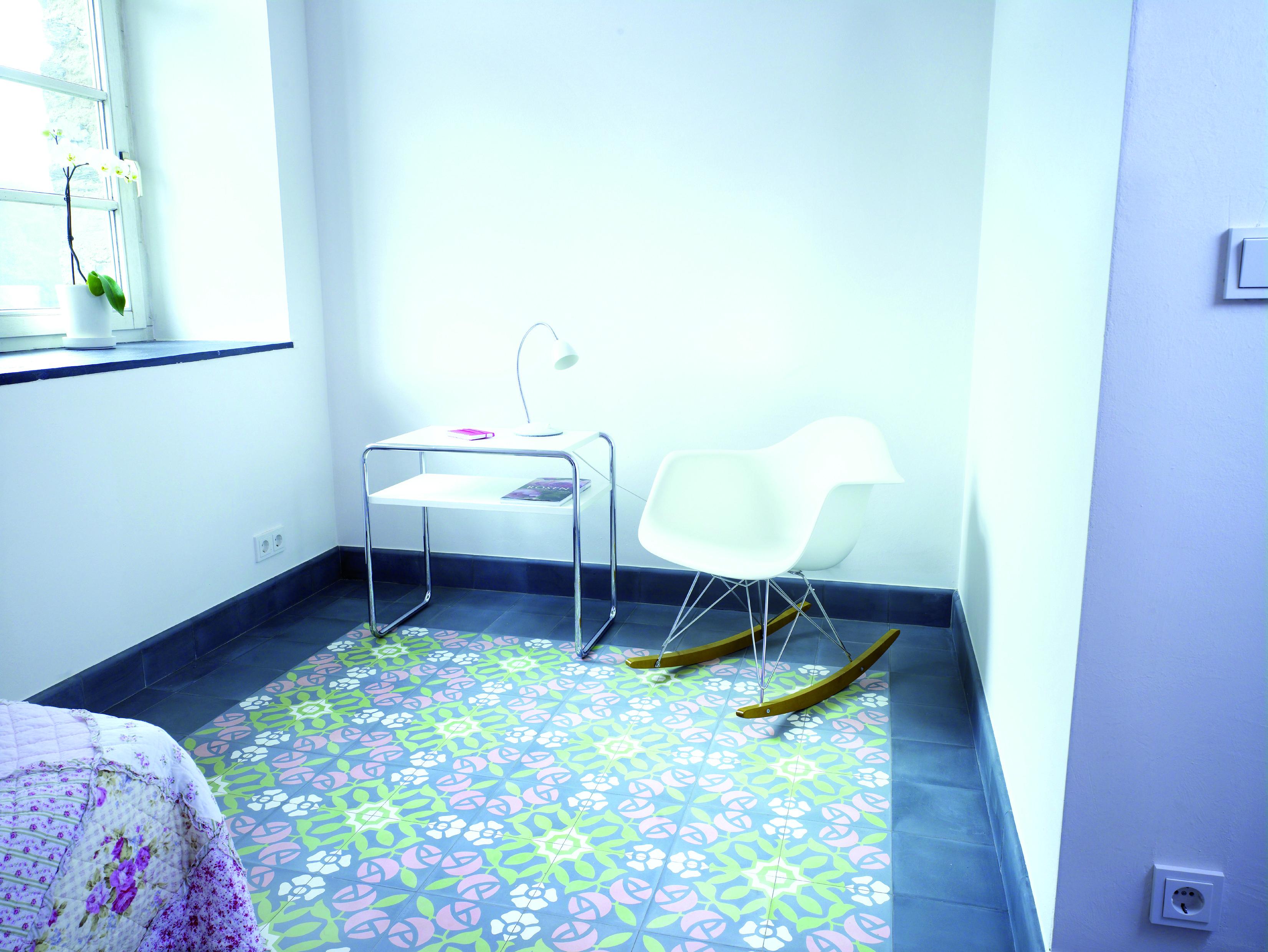 Fliesen mit floralem Muster – Ornamentale und florale ...