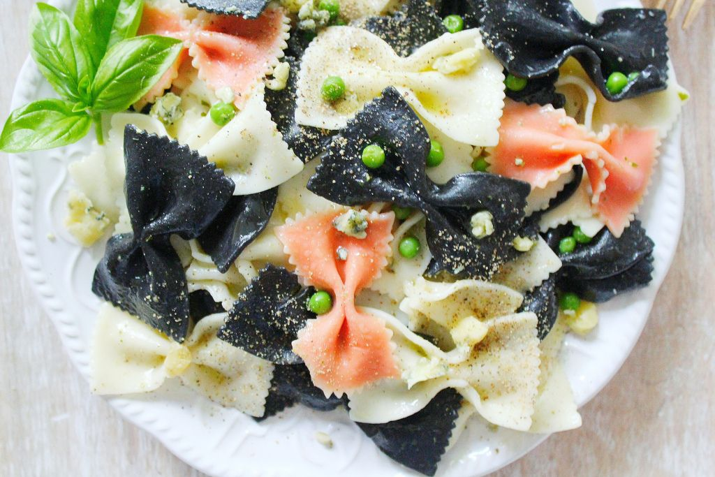 Black Tie Pasta with Stilton and Peas – SIMPLY BEAUTIFUL EATING
