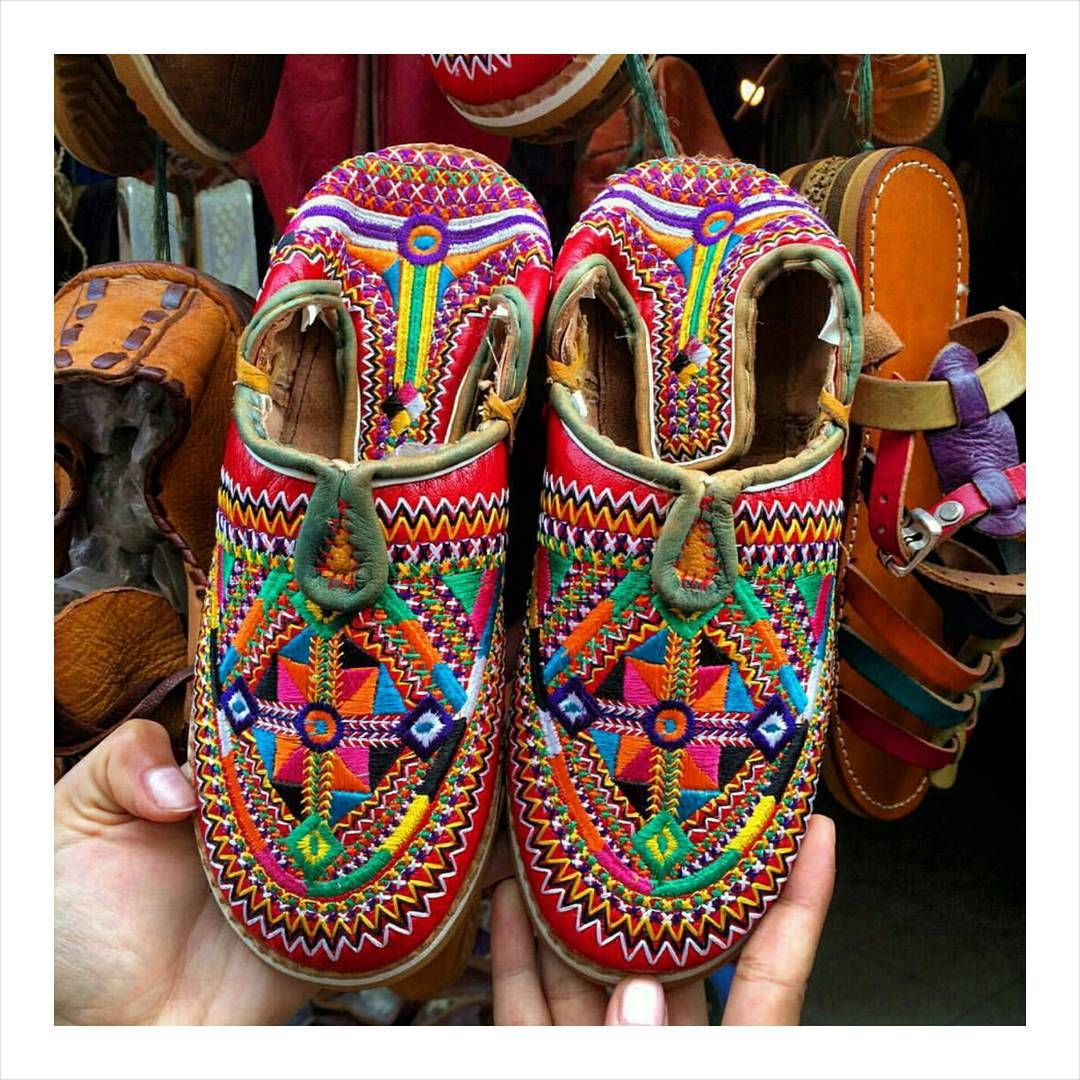 styleofarabia: Our beauty editor @zekkie5 found these colorful Berbere babouches in the souks of Essaouira, Morocco. Would you dare to rock these? #berber #babouches #fashionfinds #essaouira #Morocco...