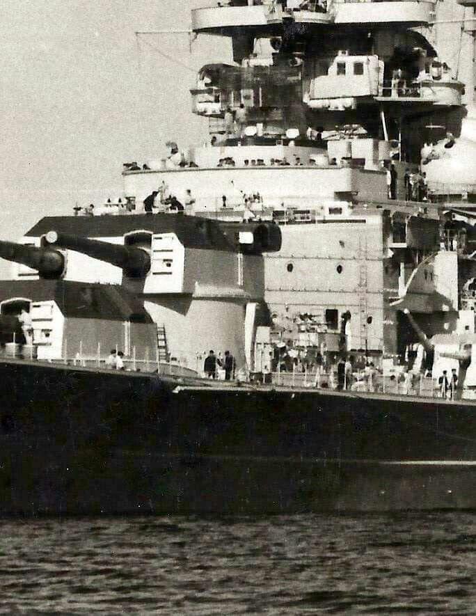 戦艦ビスマルクの主砲が見える壁紙
