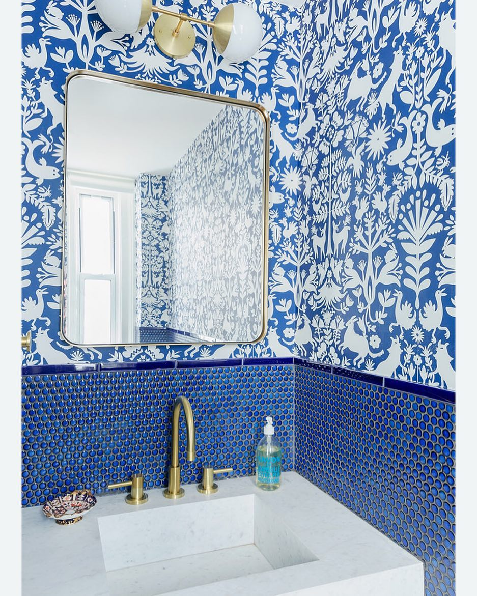 Tbt To Our Best Blue Bath Interiordesign Bathroomdesign Otomi Wallpaper Pennytile Indigo Bathroom Wallpaper Blue Bathroom Tile Bathroom Decor