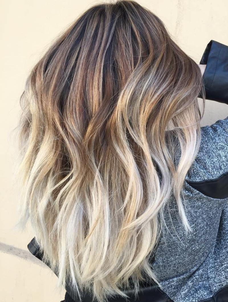 beautiful blonde balayage looks long layered hair blonde