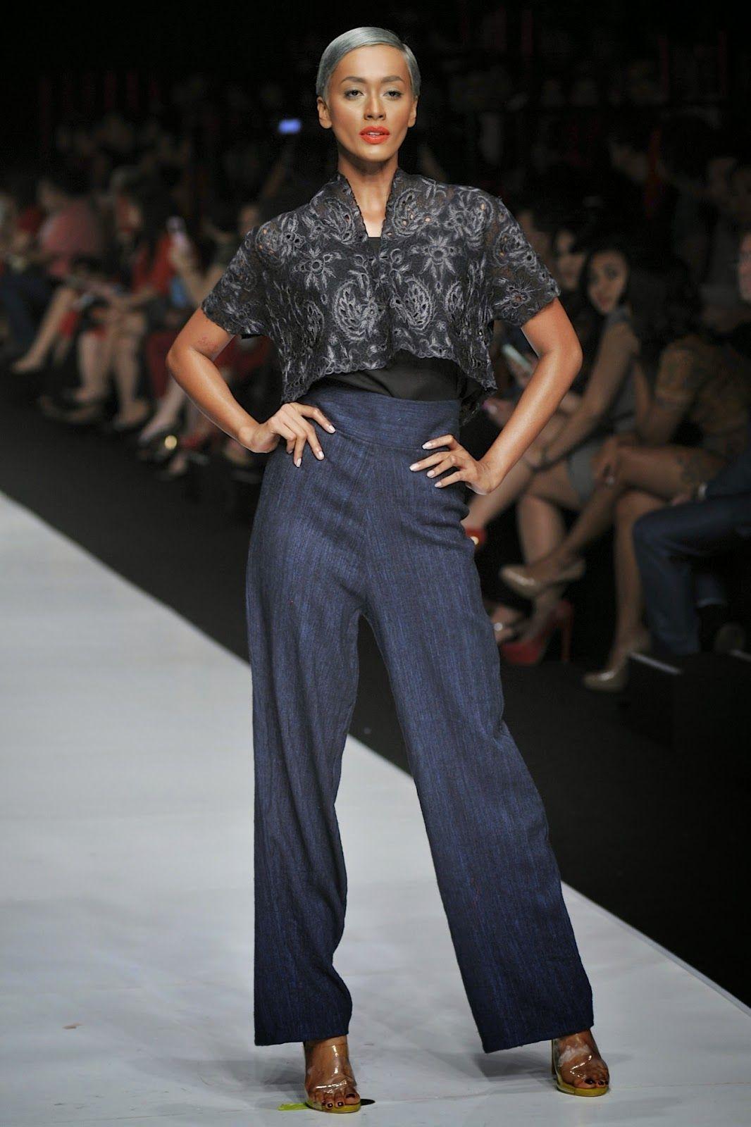 Hello Fashion Designer Terkenal Indonesia Ini Sudah Malang Melintang Selama 13 Tahun Di Dunia Fashion Dan Masih Ter Model Pakaian Desain Busana Makeup Cantik