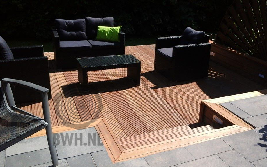 Dit prachtige terras is gemaakt van bilinga planken een zeer duurzame afrikaanse hardhoutsoort - Sofa zitplaatsen zwarte ...