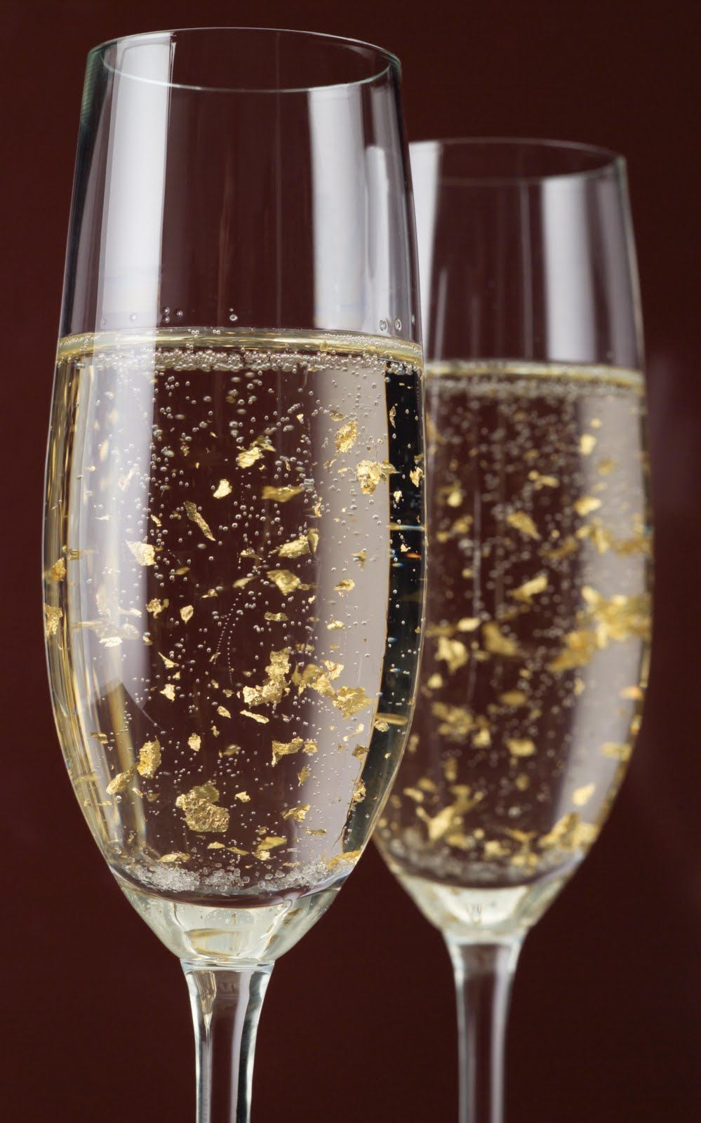Luxor Champagne with thin flakes of 24 kt gold that dance ...
