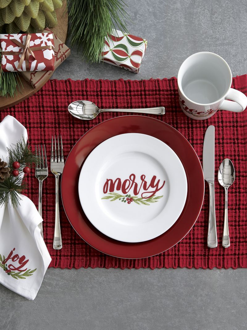 Red Lettering Scripts Four Different Holiday Greetings On White Porcelain Plates Each Plate Features A Christmas Dinnerware Christmas Dishes Christmas Plates