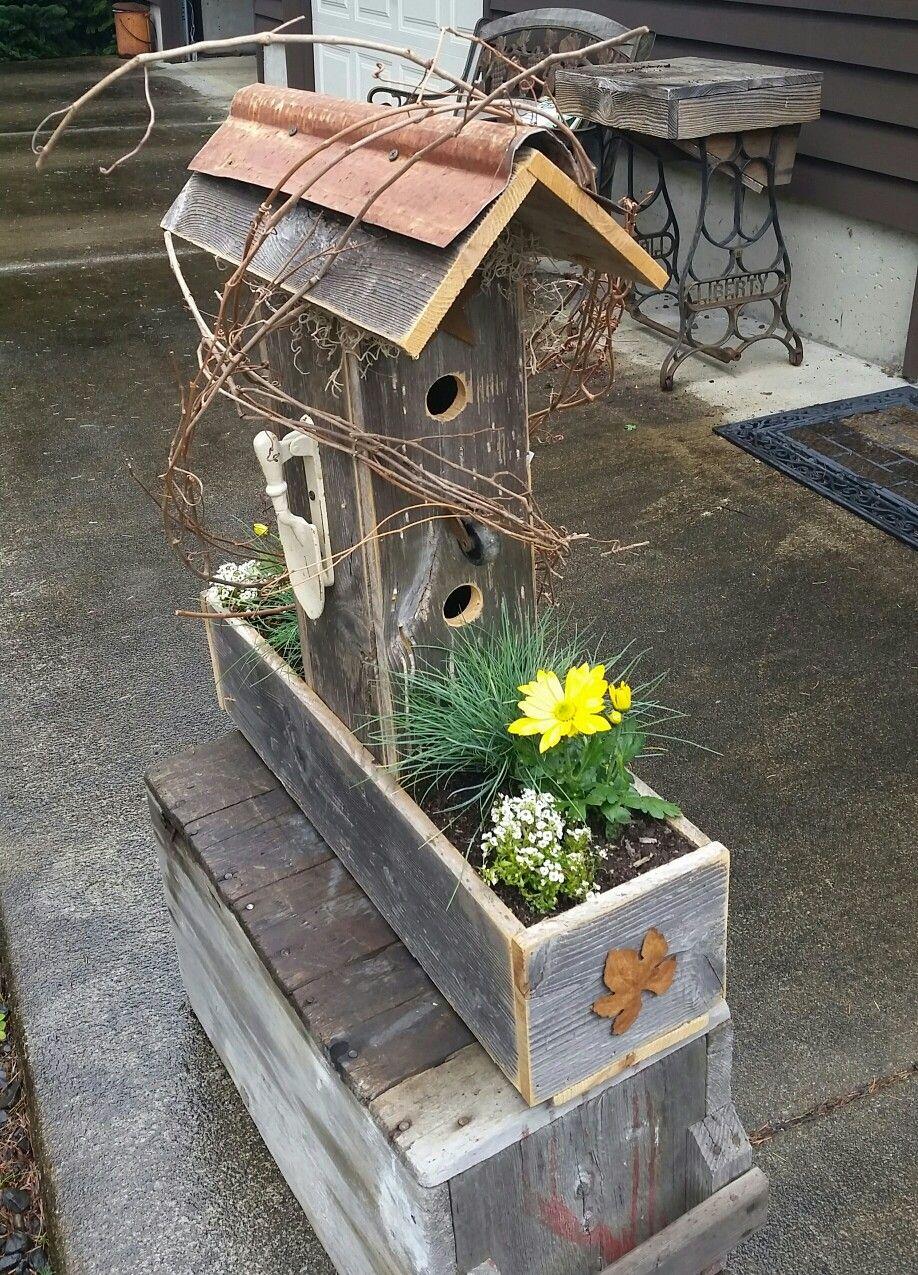 Pin By Yvan Melvin On Birdhouses Bird Bath Planter Bird Houses Birdhouses Rustic