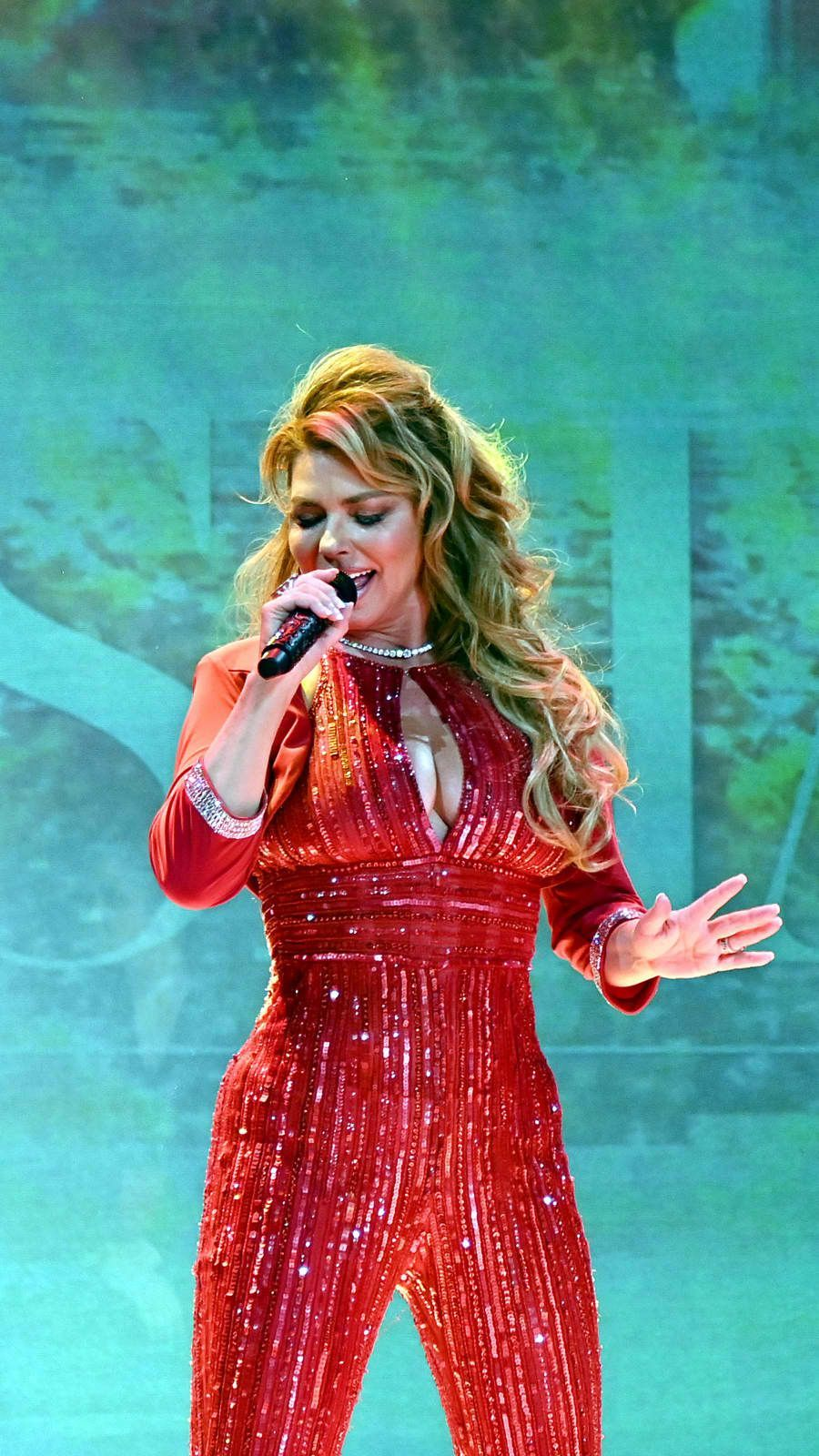 "Shania Twain Announces Vegas Shows To Celebrate ""The Woman"