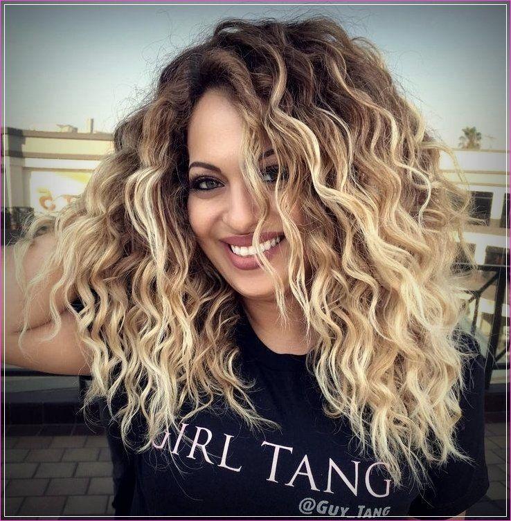 Lange Lockige Frisuren Lockige Frisuren Haarschnitt Lange Haare Balayage Haare Blond