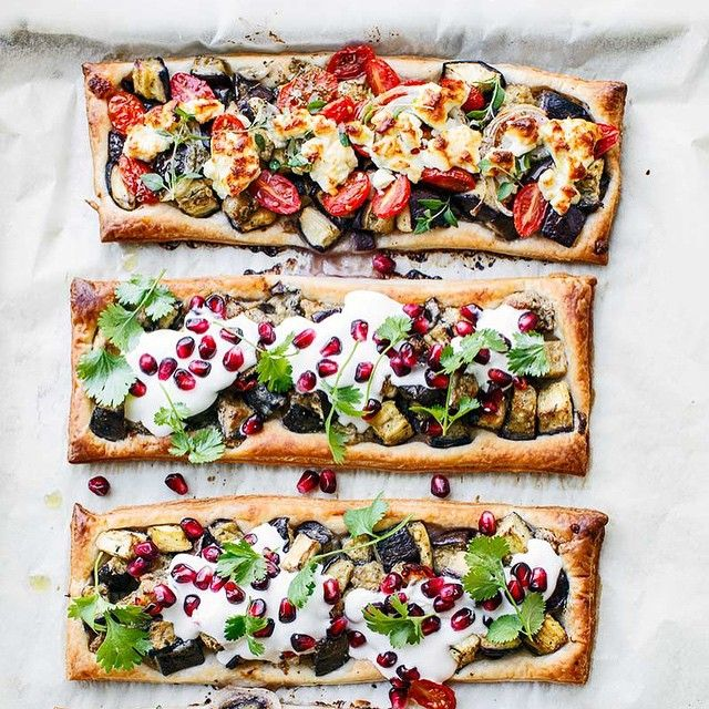 Eggplant tarts from kwestiasmaku.com!  INGREDIENTS  4 PORTIONS 375 grams of fresh puff pastry (with refrigerators) 2 aubergines 1 teaspoon dried oregano, ground cumin and ground coriander, a pinch of cayenne pepper 1 tablespoon lemon juice and 1 tablespoon olive oil 2 cloves garlic 1 and 1/2 tablespoons tahini 1 fresh chilli to provide 300 g of natural yoghurt, 1 grenade, fresh coriander