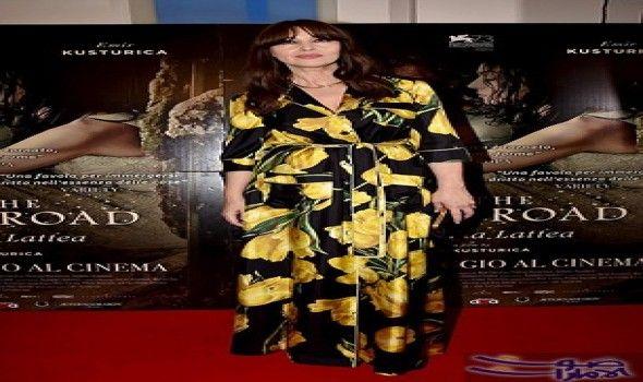 مونيكا بيلوتشي تظهر في فستان مطبوع بزهور الخزامي تألقت النجمة الإيطالية مونيكا بيلوتشي 52 عام ا في ثوب طويل من دو Dolce And Gabbana Monica Bellucci Dresses