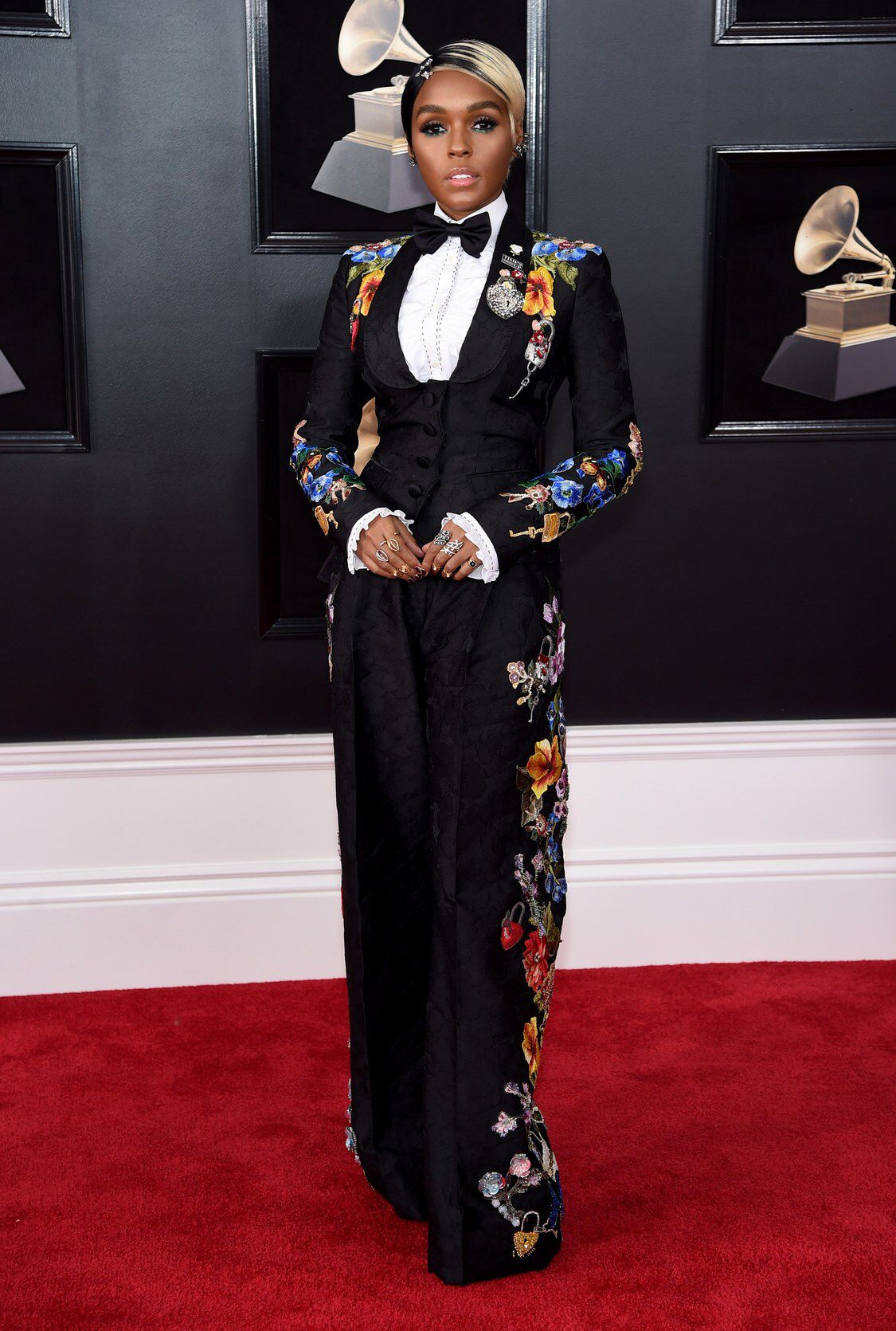 Blue Ivy Shushing Beyonce And Jay Z At The Grammys Becomes Instant Internet Hero Red Carpet Dresses Best Celebrity Dresses Red Carpet Fashion